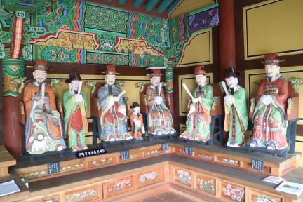 보물 제2011호 목포 달성사 목조지장보살삼존상 및 시왕상 일괄
